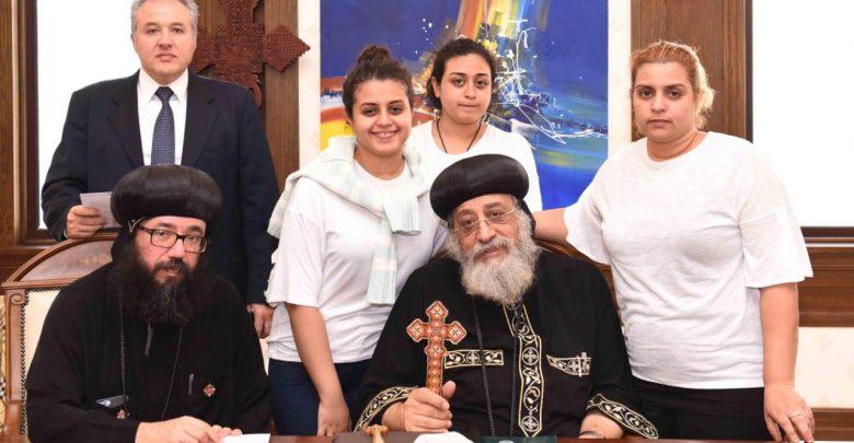 قداسة البابا تواضروس وأسر الشهداء و المصابين